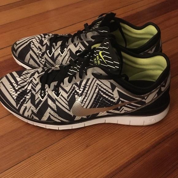 buy online 8fc26 db55f Nike tribal print sneakers. M 5ad165d361ca10d6515dd87d